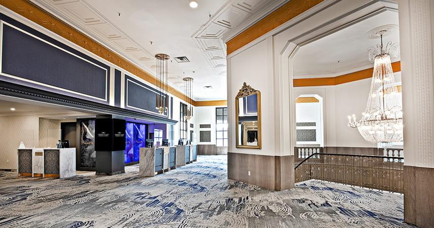 Crowne Plaza Niagara Falls Lobby