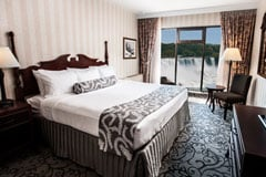 Fallsview accommodations available in a Couples Experience Package.