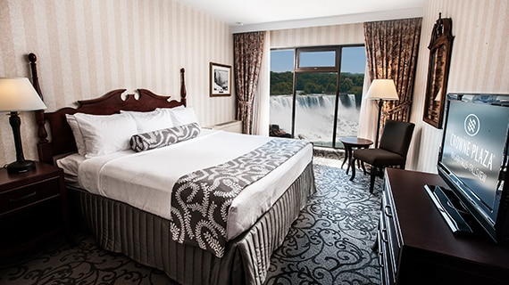 Niagara Falls Crowne Plaza Superior Fallsview King Room