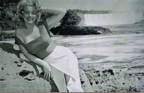 Marilyn Monroe in 1952 at the Falls